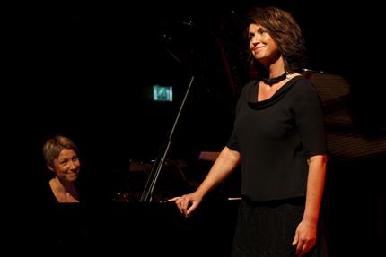 """Pianisten Gunilla Süssmann og sangeren Randi Stene fremførte Ketil Bjørnstads """"Sommersang"""""""