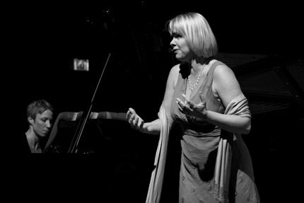 """Prisvinnr Solveig Kringlebotn og pianist Gunilla Süssmann fremførte Grieg/Bjørnsons """"Takk for ditt råd""""."""