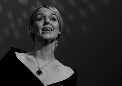 Sopranen Ina Kringlebotn sang blant annet sammen med Marinemusikken